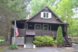 Log Chalet in the CATSKILLS - Rustic Catskills Log Cabin